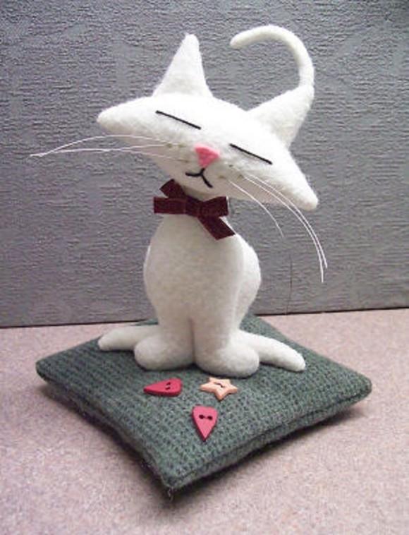 Выкройка игрушки — Дремлющий кот