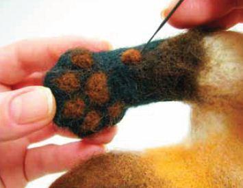 Кошка на задних лапках