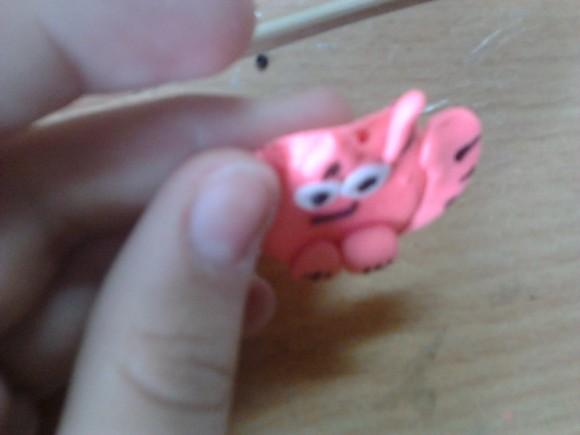 розовая подвеска кот из полимерной глины