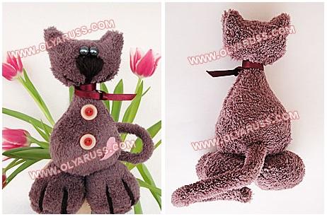 Кот из коричневого флиса