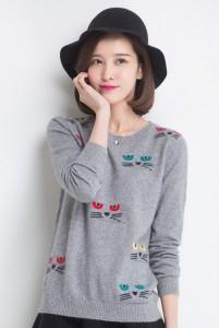 Брендовый пуловер с котом