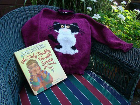 Детский свитер спицами с ярким рисунком