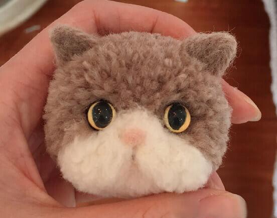 Серый Кот из помпона