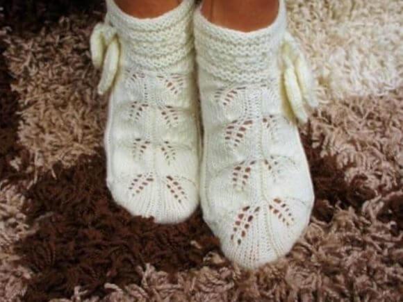 Ажурные носки на девочку спицами